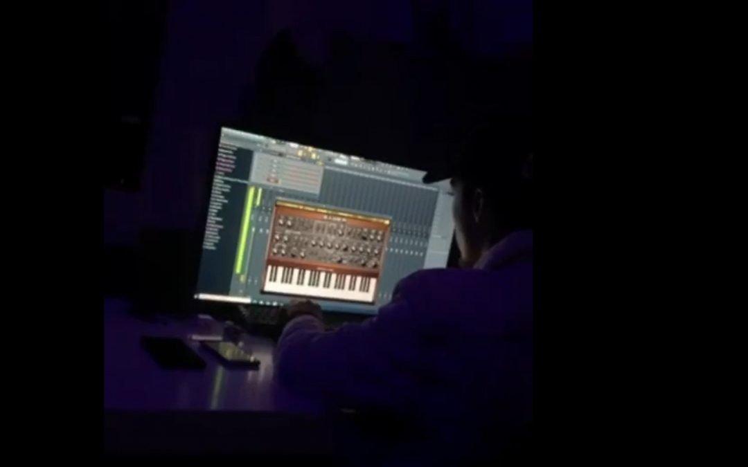 In zijn vrije tijd, zijn eigen muziek maken